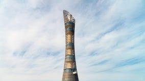 Aspiruje wierza, nadający przezwisko pochodnia Doha, lokalizować w aspirującej strefy kompleksie blisko Khalifa zawody między zdjęcia stock