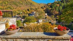 Aspraggeloi-Dorf in der Präfektur von Ioannina Griechenland und von Kirche tha brannte vom Deutschen im zweiten Weltkrieg Lizenzfreies Stockfoto