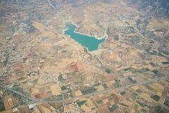Asprokremmos fördämning Cypern vattenbehållare: Flyg- sikt royaltyfria bilder