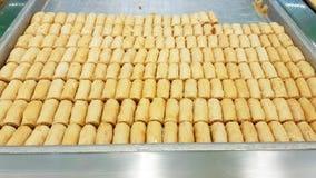 Assabeh med kasjuer typiska libanesiska sötsaker olivgr?n f?r olja f?r chickpeaskokkonst libanes mosad Sidon Libanon - Juni, 2019 royaltyfria bilder