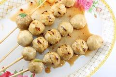 Assado das bolas de carne com o fogo macio. Imagem de Stock