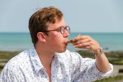 Assaggio dell'ostrica Immagini Stock Libere da Diritti