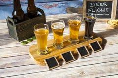 Assaggio della birra Fotografie Stock Libere da Diritti