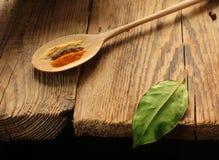 Assaisonnement de feuille de tas de condiment de noir de poivre d'épice de nourriture Image stock