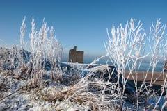 Assaisonnez le château et la plage de ballybunion de vue dans la neige Photo libre de droits