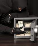Assaltante do ladrão e cofre forte da casa imagem de stock