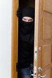 Assaltante masculino na máscara Fotografia de Stock Royalty Free
