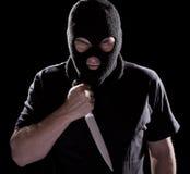 Assaltante na faca da terra arrendada da máscara Fotos de Stock Royalty Free