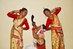 Assamese Bihu-Tanz, Pune, Maharashtra stockfotos