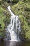 Assaranca vattenfall, Ardara, Donegal, Irland Royaltyfri Foto