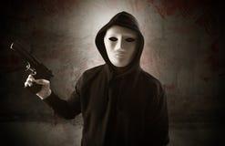 Assassin armé dans un concept ensanglanté vide de pièce image libre de droits