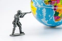 Assassinez du mini jouet en plastique de soldat Photographie stock libre de droits