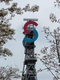 Asse di estrazione mineraria al centro urbano della Slesia fotografie stock libere da diritti