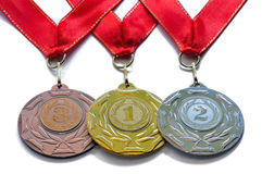 Assegni l'argento dell'oro delle medaglie e bronzi i colori con i nastri rossi Fotografia Stock