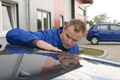 Assegno della vernice di riparazione automatica Immagini Stock