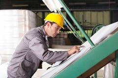Assegno di controllo di qualità dei tessuti Fotografie Stock