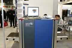 Assegno di obbligazione con i raggi X del metal detector immagini stock libere da diritti