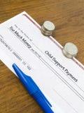 Assegno di pagamento dell'assegno familiare per i figli Fotografia Stock Libera da Diritti