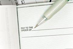Assegno e penna Fotografie Stock