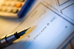Assegno e penna dei soldi Immagine Stock Libera da Diritti