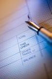 Assegno e penna dei soldi Fotografia Stock