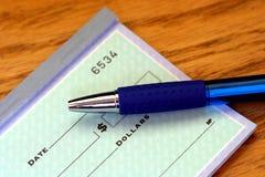 Assegno e penna parziali Fotografia Stock