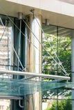 A asseguração da fachada do vidro imagem de stock