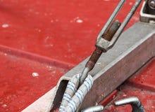 Asseguração do metal de dois cabos de aço fotos de stock royalty free