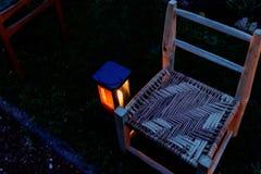 Assemblée - chaises commémoratives de partout dans le monde dans Ypres pour commémorer les soldats absents, maris, frères, soeurs photographie stock