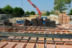 Assemblagevloer in baksteen en cementstructuur Stock Foto's