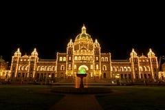 Assemblea legislativa della Columbia Britannica alla notte Fotografie Stock