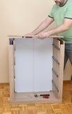 Assembler un nouveau Cabinet Image stock