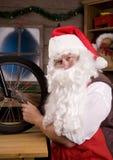 assemblying的自行车圣诞老人讨论会 免版税库存图片