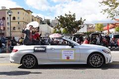 Assemblymanen Edwin Chau rider i Los Angeles som det kinesiska nya året ståtar royaltyfria foton