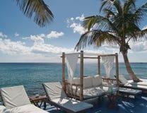 Assento confortável pelo mar Fotografia de Stock Royalty Free