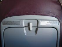 Assento de Aicraft com etiquetas multilingues Imagens de Stock