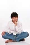 Assento do menino dos anos de idade doze, pensando Fotos de Stock