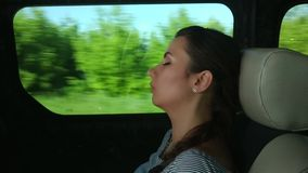 Assento do sono da mulher no ônibus filme