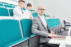 Assento dos estudantes da Faculdade de Medicina fotografia de stock royalty free