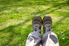 Assento dos pés esticado na natureza Foto de Stock