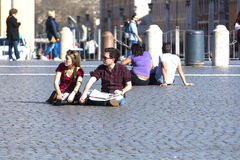 Assento dos povos Fotos de Stock