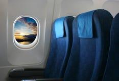 Assento e janela do avião Fotos de Stock Royalty Free