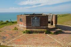 Assento e memorial na cabeça Beachy foto de stock