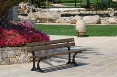 assento em um jardim Imagem de Stock Royalty Free