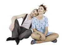 Assento engraçado do homem e da mulher dos pares da família isolado fotos de stock