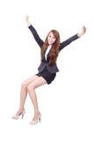 Assento feliz da mulher de negócio Imagens de Stock
