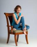 Assento muito pensativo da jovem mulher Fotografia de Stock Royalty Free