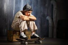 Assento triste do adolescente Fotos de Stock