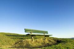 Assento verde no monte Fotos de Stock Royalty Free