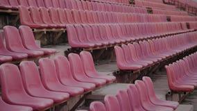 Assento vermelho vazio do est?dio dos esportes antes de um grande jogo filme